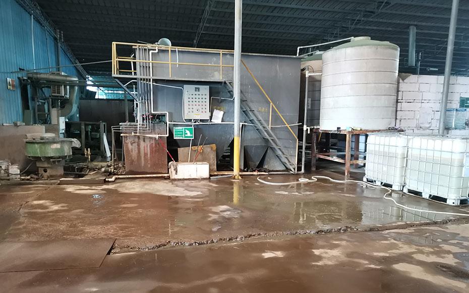 工厂处理废水室jpg