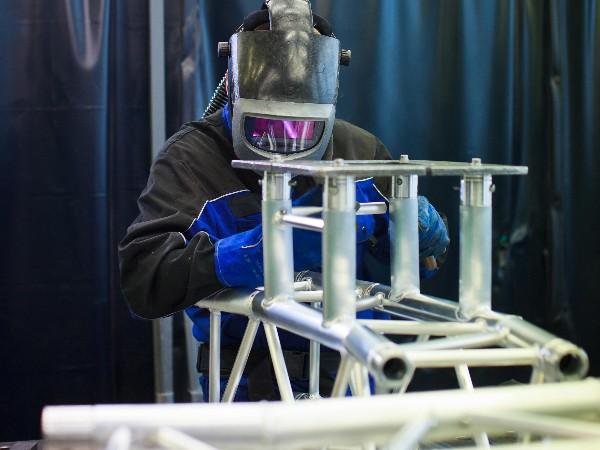 月汇好铝材焊接