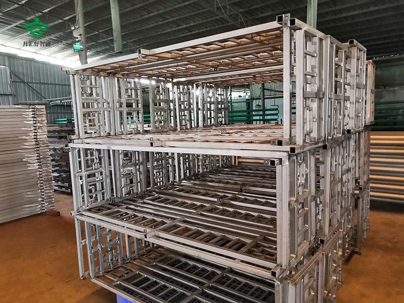 月汇好专业的铁艺护栏厂家可按您喜好、大小、材料为您量身订做铁艺围栏、体育运动场护栏。咨询热线:18098192299