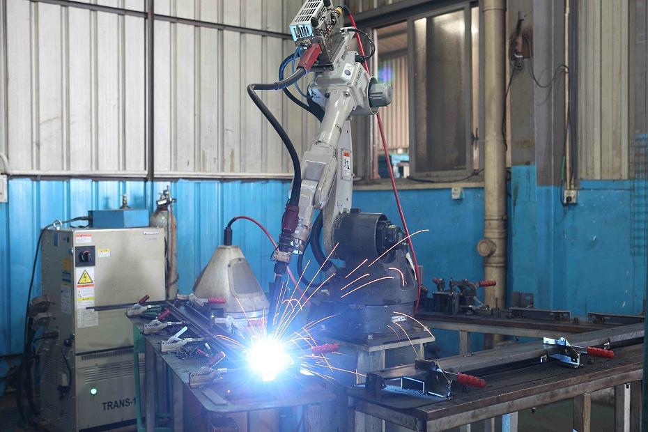 智慧燈桿生產廠,機器人焊接